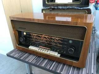 Vintage Grundig 4090 tube radio