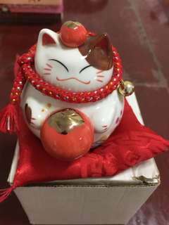 🚚 Fortune cat piggy bank~8cm height x 7cm wide