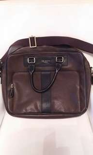 """""""Ted"""" brand hand bag 可放A4 Size file"""