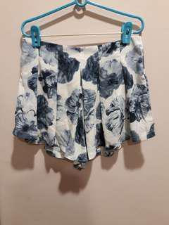 🚚 Fairebelle floral flutter shorts