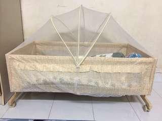 Portable Crib Folding Baby Cot Shaker