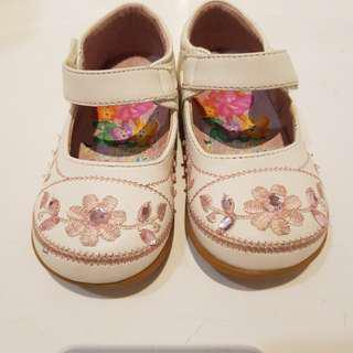 """Dora Girl's Shoes Size 21 5.5"""""""