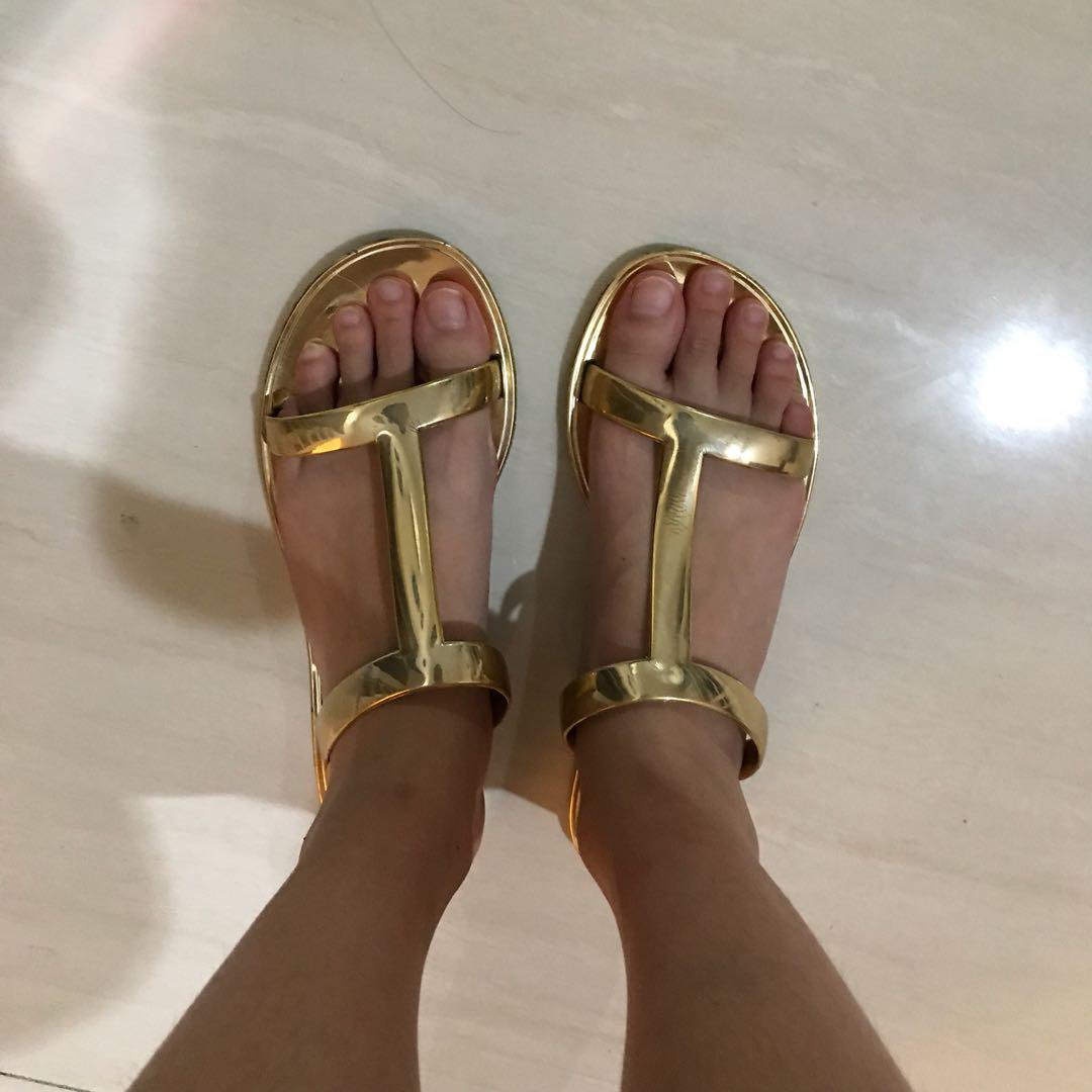Oysho Gold Sandals Preloved Fesyen Wanita Sepatu Di Carousell Nuku Boston Black Suede Heels Hitam 38