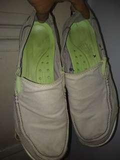 Sepatu  santai  crocs original