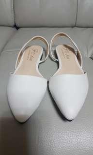 🚚 尖頭平底鞋