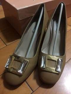 🚚 Prada 高跟鞋