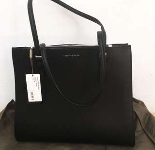 Charles & Keith Tote Ammount