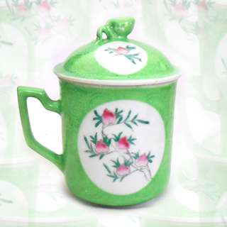 Chinese Sgraffito Apple Green Ground Lidded Mug, Min Guo period 轧道开光寿桃泡茶盖杯