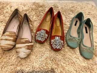 Flat walking shoes