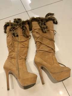 High boots with Fur!