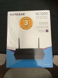 BNIB Netgear  Smart Wifi Router AC1200 R6220