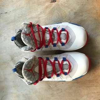 Sepatu Basket Jordan Flight Plate