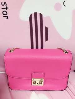 🚚 粉色硬殼小包的