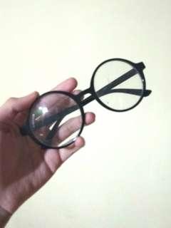 #maudecay Kacamata