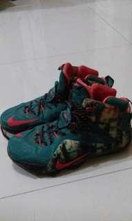 Sepatu Basket NIKE LEBRON 12 XMAS