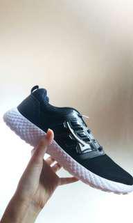 JUAL RUGI.  Running Shoes Ardiles