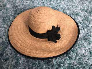 cute H&M sun hat