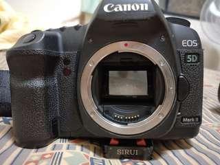 Canon5d2數位單眼全幅機機身,附電池一顆,全新原廠5d2背帶,SD卡16G