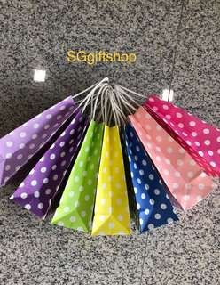 Assorted colors polka dot paper bag, Kraft bag, door gifts carrier, goody bags packages for your party 🎉