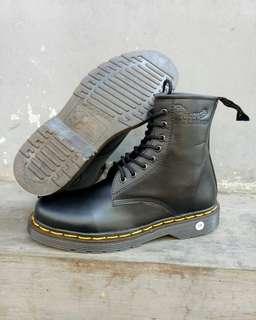 Sepatu docmart kulit