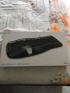 🚚 Microsoft Ergonomics 4000 Keyboard