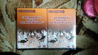 Buku sarianta demokrasi