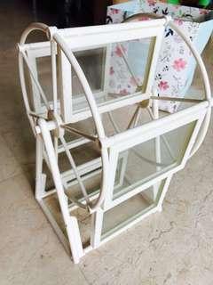 Ferris wheel revolving photo frame