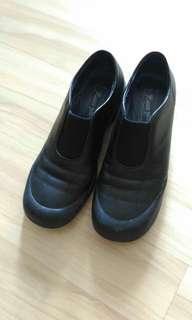 真皮黑鞋 Leather slip on