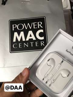 Earpods, Lightning Cable and Adapter