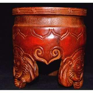 大陸珍品書法用具 竹根手工彫刻 象鼻三足筆筒