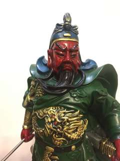 Wood coloured Guan Yu statue (木雕成的关公)