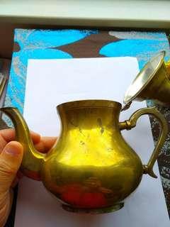 歐洲式古董茶壺一個,裏面可能鍍銀