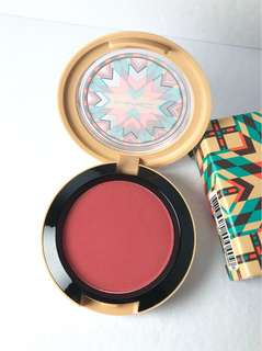 MAC POWDER BLUSH IN ADOBE BRICK (VIBE TRIBE COLLECTION)