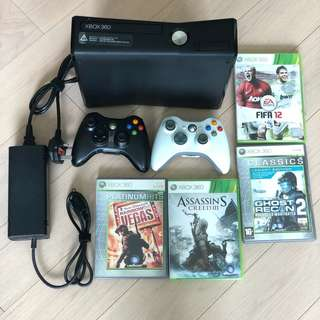 99% new Xbox 360 Slim 120G with 2 controllers 4 games