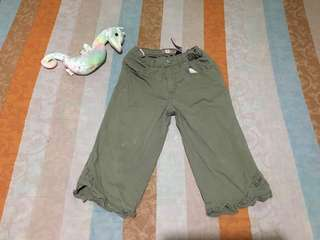 Girls pants size 4. Preloved or US bale.