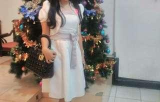 Gaun putih pesta