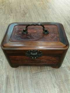 酸枝木製飾物盒