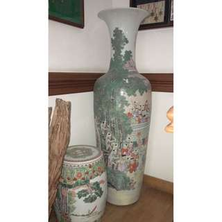 FS: Child-height Vase with Classic 1000 Kids in Garden