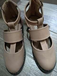 🚚 全新可愛休閒涼鞋包鞋平底鞋