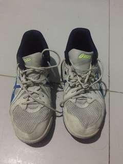 Nike and asics 2nd hand pero kulang lang sa laba