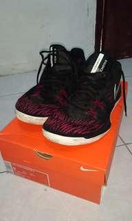 Sepatu basket nike zoom evidence 2
