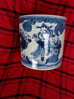 Qing era seal Kangxi period Blue n White brush pot with human characters. 26cm high. Authetic 清康熙年制-青花笔筒。