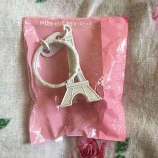 🚚 EVIAN依雲粉彩巴黎鐵塔錀匙圈