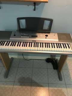 Yamaha DGX 220 digital piano