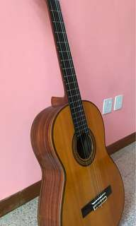 Classical guitar in as-new condition