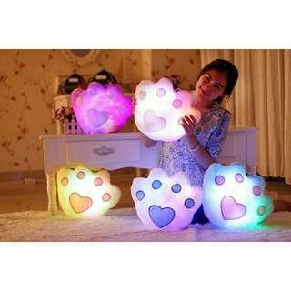 Bantal bentuk tapak beruang dengan lampu led
