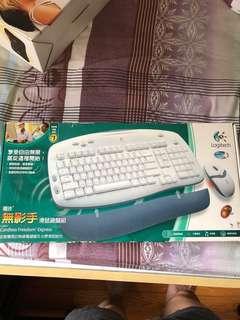 Logitech Wireless Kit : Mouse and Wireless Keyboard