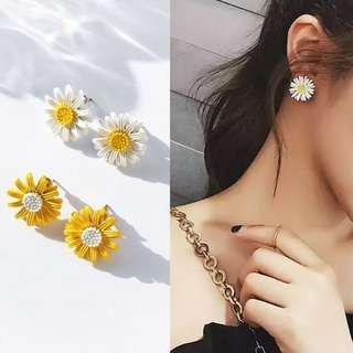 韓版現貨百搭清新小花朵抗敏鋼針耳環  白/黃 2色