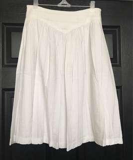 👚Pre loved White Skirt