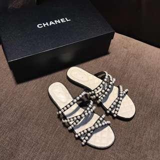 Chanel 香奈兒蜜兒珍珠平底拖鞋  經典菱格羊皮墊腳 意大利真皮大底 非常適合懶人 舒服有氣質  杏色 35-41